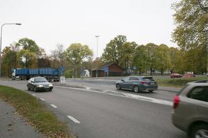 Trafikverket hoppas att den första delen av ombyggnaden av riksvägen, här vid Grangärdeavfarten, kan börja sensommaren 2017.