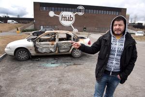 Faez Kasha är besviken på de som bränner bilarna. Även han tycker att det behövs fler och bevakade parkeringsplatser.