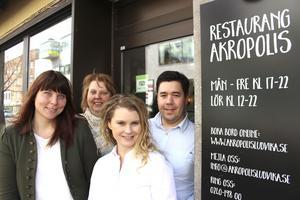 Eleonor Wallin och Yvonne Wallin blir nya ägare av Akropolis och gamla ägarna Jennie Gustafsson och Christopher Grammenos tycker att det känns bra att lämna över restaurangen som de har jobbat upp efter ett par svåra år i början.