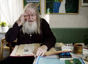 Stefan Daagarsson har många klippböcker som dokumenterar hans liv och karriär.