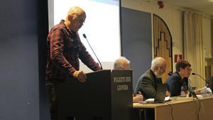 Nazisten Pär Öberg, som vid valet 2014 kuppade sig in i Ludvikafullmäktige på ett SD-mandat, fick mothugg under debatten om fastighetsköpet.