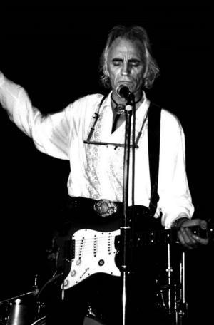 """Steve Gibbons gästar Sverige för miniturné tillsammans med The Trouble Boys. Hemma i England turnerar han för utsålda hus med sitt """"The Dylan project""""."""