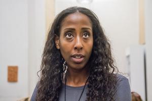 Emy Maru var hemma i Sverige för ett seminarium kring Fikru Marus situation på årsdagen när hennes pappa hjärtläkaren suttit fängslade i fyra år i Etiopien.