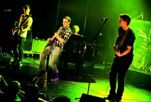 Manskapet i bandet Polly Blue hade ett moget sound där sångaren visade prov på en intressant stämma.