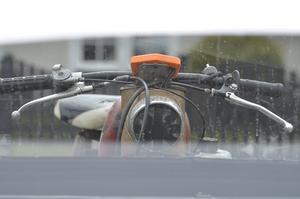 Mats Tholander äger den här supertrimmade mopeden. Den lär gå i 130 kilometer i timmen och motorn är på runt 21 hästkrafter.