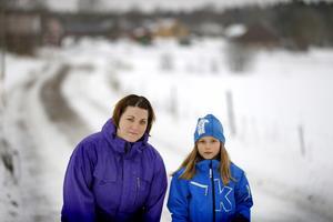 Klockan 07.20 ska åtta-åriga Vilda ha tagit sig de två kilometrarna till uppsamlingsplatsen.
