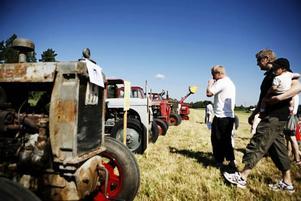 Traktorer från olika epoker hade plockats fram till veterantraktordagen i Hille.