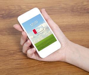 Det här är en vanlig syn. Men det går att få telefonens batteri att hålla längre med några enkla knep. Foto: Shutterstock