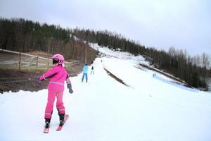 Det var inte så många som hittat till Kvarntorps skidanläggning under lördagen. Det betydde dock mer åktid och inga liftköer för dem som var där.