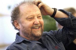 Journalisten Roger Kellerman är imponerad av planerna och tycker att Gävle skulle få en unik anläggning, mitt i stan. Och för Gävle skulle den kunna ge många sköna miljoner.