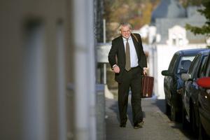 Rådmannen Peter Svedberg slåss för sin framtid. På torsdagen inleddes förhandlingarna som handlar om en prickning hos Statens ansvarsnämnd.