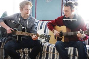 Daniel Eriksson och Jonas Söderlund spelade och sjöng klassiska visor.