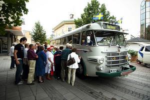Rusningstrafik. Många ville åka med på en nostalgisk busstur i går. Foto:Mikael Hellsten