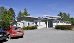 Privat hälsocentral i Hoting, kanske i dessa lokaler, ifall landstinget upptäcker att de inte behöver dem längre.