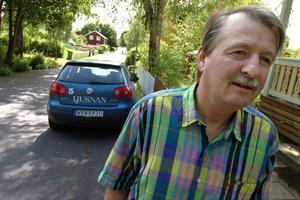 Thomas Arnesson menar att det finns gott om plats att passera även om det står en bil parkerad längs Höglundagatan.