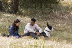 Will Smiths rollfigur kontaktar sju främlingar som han vill hjälpa på olika sätt.