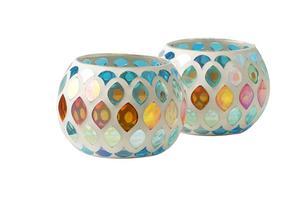 LYKTA. Ljuslyktan från Indiska i mosaik i pastelliga färger kostar 59 kronor.