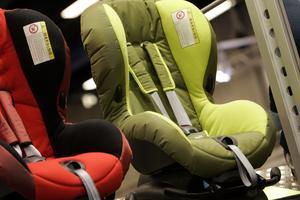 Bilbarnstolar. Volvia och NTF har instiftat Barnsäkerhetens dag, för att upplysa om hur barn åker säkert i bilen.