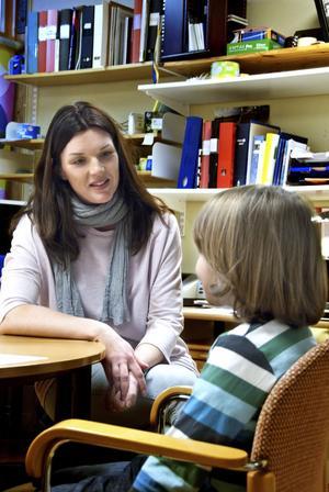Therese Norén träffar Henrik, 6 år, på hans första inbokade besök hos Elunds skolsköterska.