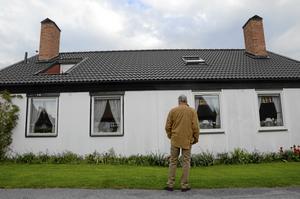Sig likt. Visst är många hus omgjorda med andra fasader och takkupor, men i stort är området sig likt tycker Rune Johansson. Husen var producerade i kommunal regi. De såldes med oinredd övervåning och kostade vid inflyttningen totalt under 50 000 kronor.