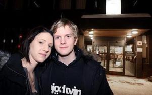 Anders Beck lockade med sig flickvännen Sofie Ström till informationskvällen om polisyrket, något som varit Anders drömyrke sen barnsben.FOTO: TOMAS NYBERG