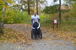 Jens Andersson har arrangerat Run of Hopes två gånger i Fagersta. Här tillsammans med hans faster, som har deltagit båda åren.