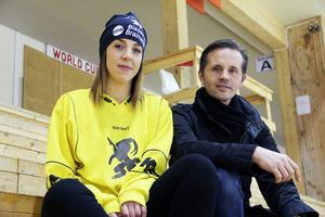 Malin Lund och Lars Lindh är överens om att alla bäckar små är värdefulla för dambandyns ekonomi.