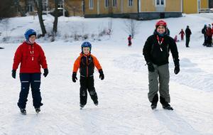 Familjen Bergman från Nyköping, Jenny, Pontus och Anders, valde att åka till Södertälje och Måsnaren för att åka långfärdsskridskor.