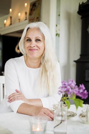 Helena Tjärnström driver webbutiken Helenas Hem där hon säljer inredning och festdekorationer.