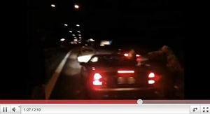 Streetracing-förarna kapade E18 och tävlade under lördagsnatten. Foto: YOUTUBE