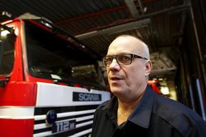 Räddningschefen Mats Carlsson Byström väntas på tisdag få uppdraget att utreda tre framtidsscenarion.