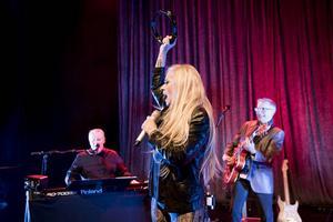 Sanne Salomonsen, Mats Ronander och Benneth Fagerlund spelar i Tonhallen på lördagskvällen.