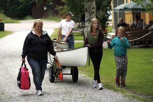 Alla var inte i parken – familjen Nyqvist från Gnarp hade tagit en kanottur upp till Holm i stället.