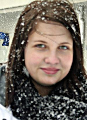 Minna Ströman, 16 år1. Det är jobbigt. Det är mycket snö men jag är inte rädd för att gå ut och tycker att det går bra att promenera. 2. Jag vill ha vår nu.3. Vinterkläder är bra, det viktigaste är att hålla sig varm om huvudet.