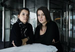 Monica Karlsson, 34 år, och Ida Ekelund, 22 år, polisanmälde läkaren i Sveg.– Det är märkligt att svenska myndigheterna inte lyckats få tag i honom så han får stå till svars.