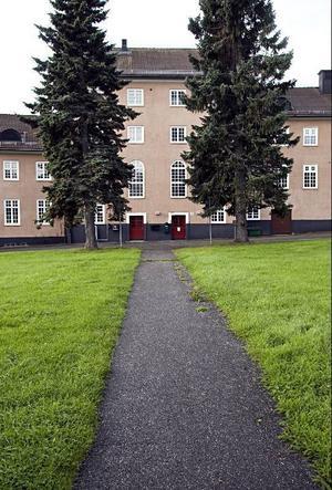 Den manliga vårdpaviljongen är en av få byggnader som finns kvar från sjukhustiden. Den kallades