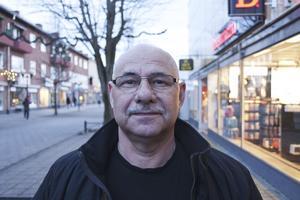 Kurt Thingberg, 63 år, säljare på Mio, bor mellan Ramnäs och Virsbo: – Jag är nöjd med det mesta. Jag är nöjd med mitt arbete och att jag bor på landet.