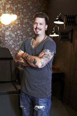 Micke Rämgård från Borlänge tävlar just nu i tatuerings-programmet Ink Master i Tv6.
