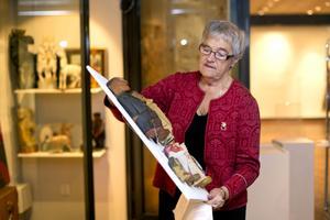 Birgitta Lundqvist har samlat figurer från land och rike runt.