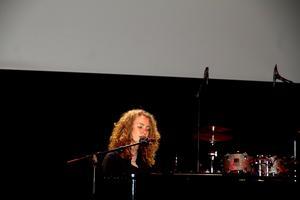 15-åriga Larisa Cof från Västerås fick publiken i Konserthuset att hålla andan under sin egenskrivna låt
