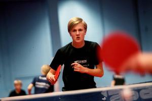 Ture Rosén från Stockholm börjar till hösten på pingisgymnasiet i Söderhamn.