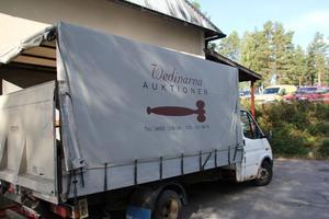 Förr fick hämtaren Ove Rosén nöja sig med en släpkärra. Nu kör han en lätt lastbil i Norrhälsingland och Medelpad.