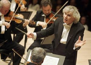 Simon Rattle är Berlinerfilharmonikernas nuvarande chefdirigent.