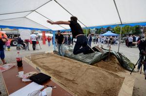 Leif Höglund får här till ett bra hopp på 210 cm i stående längdhopp.