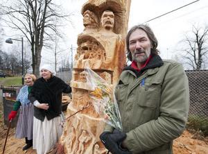 Motorsågskulptören Torbjörn Lindgren var nästan lite tagen över uppståndelsen hans konstverk orsakade.