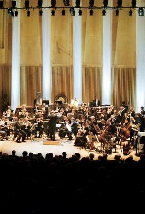 Står tillbaka. Hans G Erikson anser att idrotten har bättre villkor än kulturen. Bilden visar Sinfoniettan vid Konserthusets invigning.