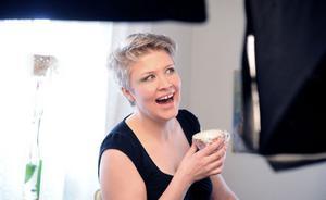 Undersviktjejen och folkmusikern Katarina Hallberg spelar i Bollnäs på fredag. I höst släpper hon sin första skiva.