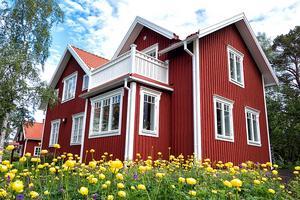 Jennie och Sofie Nilsson i Trång, Alsen får pris för sin tillbyggnad.