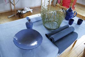 Himmel och hav ger färg åt Ylva och Johannes Berjlunds keramik.