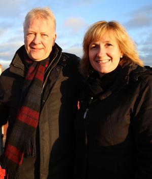 Kommundirektör Peter Karlsson och kommunalråd Anna Hed (C) är mycket glada att arbetet är igång med den nya familjecentralen i Mora.